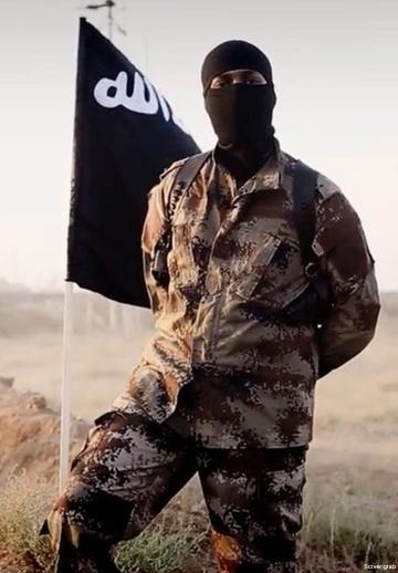 Soldado del ISIS posando ante una cámara
